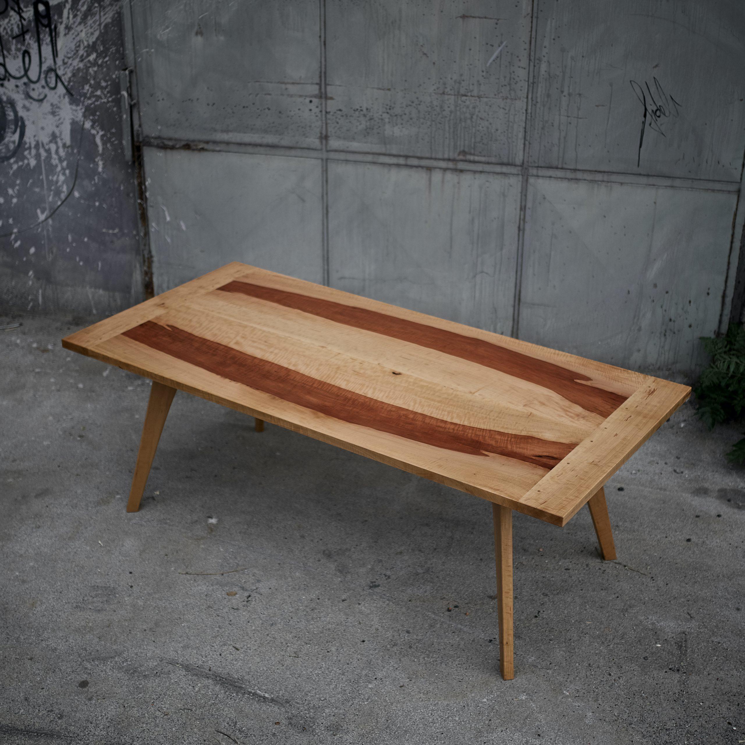 Tisch aus Birne